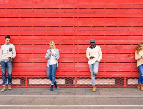 Gli smartphone tra i giovani: tra evasione e abuso